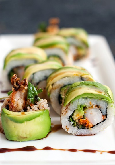 prettygirlfood:  Dragon Roll Sushi (Recipe Here!)  yumm :)