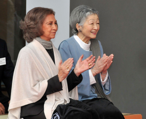 thebieberkingdom:  Queen Sofia of Spain and Empress Michiko of Japan.