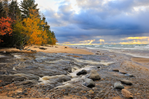 campfiresmell:  Pictured Rocks National Lakeshore, MI  Home!