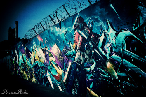 pornorobo:  TRANSFORMERS X GRAFFITI ART
