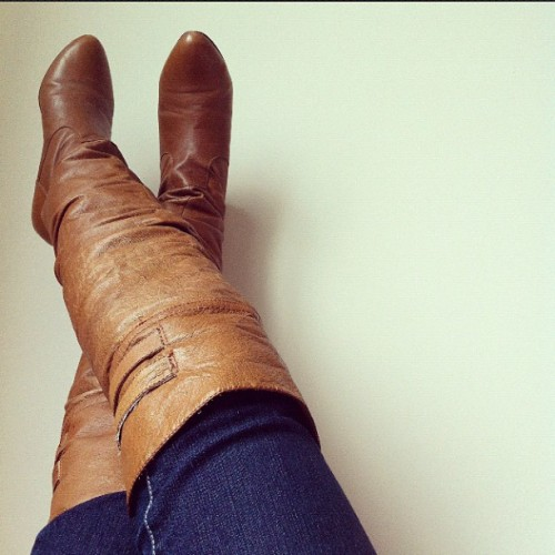 kat-prt:  My favorite boots! I can only wear it when it's not raining which is so unfortunate since I live in rain city! #boots #shoes (Taken with instagram)