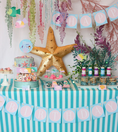 An Under the Sea inspired birthday party! The colors, the decor and the subtle hints of the sea make for the perfect Disney inspired party!  (Photo source: WantsandWishesDesign.blogspot)