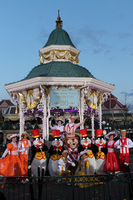 Meeting the Main Street USA Celebrates 20 Cast and Characters by Loren Javier on Flickr.