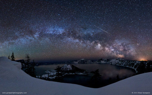 Simply stunning (via APOD: 2012 April 25 - Meteor Over Crater Lake)