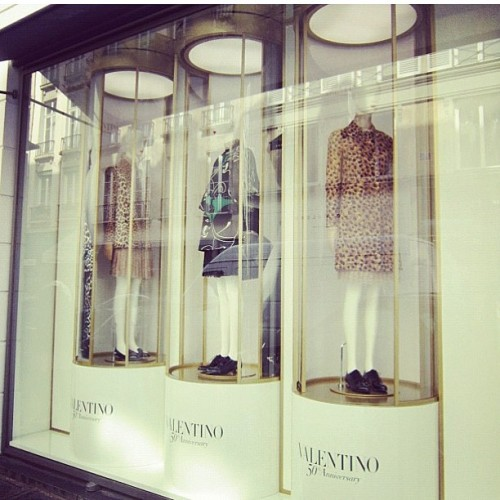 #Valentino's 50th Anniversary windows for #Colette! (via @eliaswakim) Part 2. #Paris #hautecouture #ValentinoGaravani #couture #fashion #animalier #vintage (Scattata con Instagram presso Colette Paris)