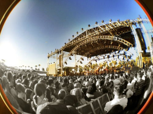 Cool crowd shot of Andrew Bird's set at Coachella (via http://on.fb.me/IDlWrw). He's on tour now: http://bit.ly/I4I8sb
