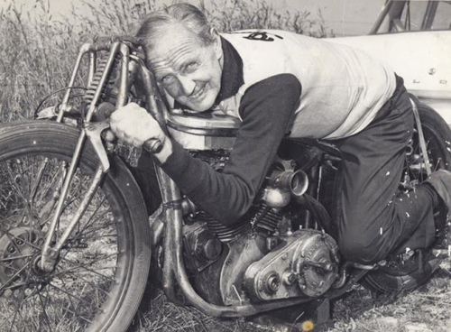 hellformotors:  Burt Munro  Hes such a legend