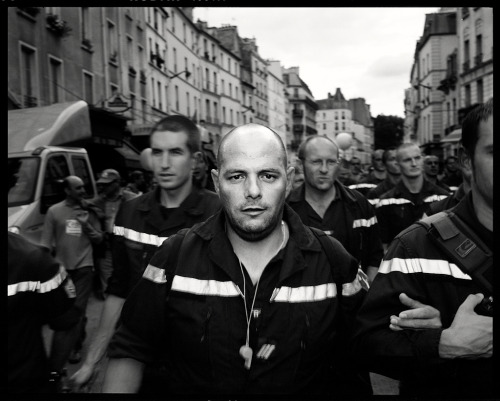 henrybathroom:  Untitled, protest in Paris, 2008-2010 by Romain S. Donadio                 Romain made a series of great black & white pictures of various protests in Paris.