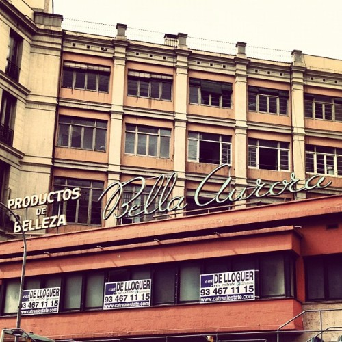 La Bella Aurora es lloga. Renting the Bella Aurora. #sign #typography #building #architecture #barcelona (Taken with instagram)