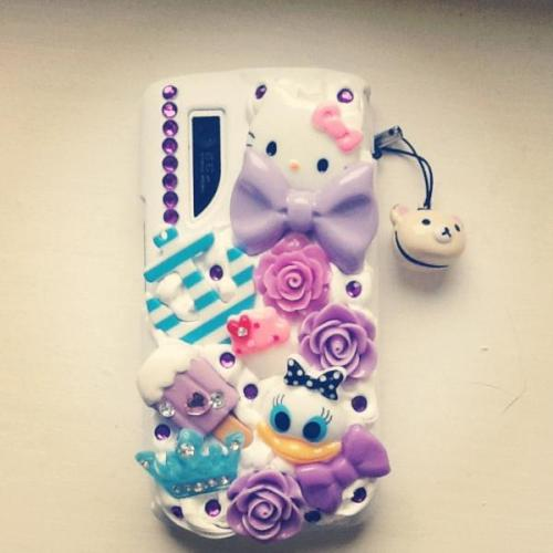 Check out my adorable new phone case! Sarah makes the most stunning cases go buy one from her etsy store www.sarahxo.etsy.com or tumblr ispysarahxo.tumblr.com