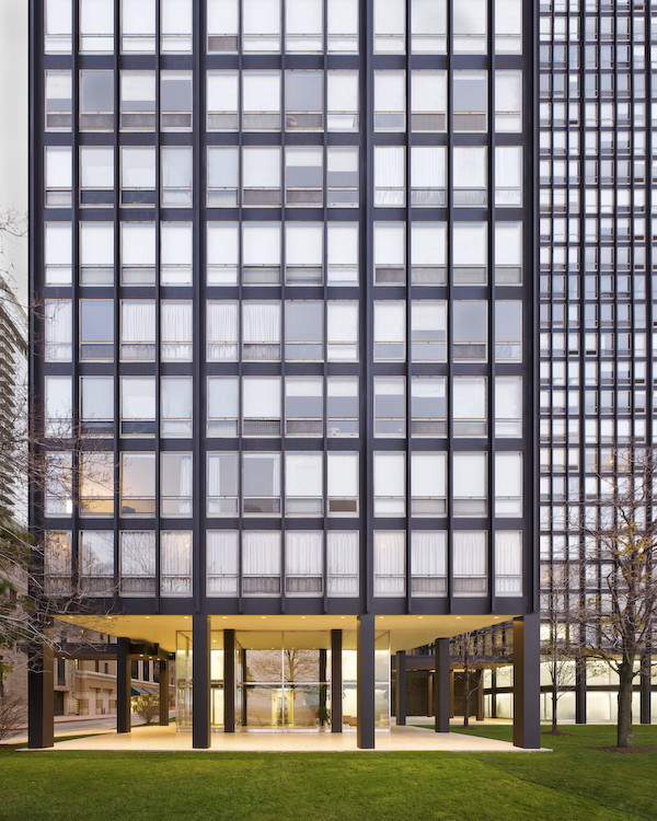 860-880 Lake Shore Drive, Chicago, USA, by Mies van der Rohe, recently restored by Krueck & Sexton Architects. Built between 1949-1951, the 860-880 Lake Shore Drive towers by Mies van der Rohe are two iconic skyscrapers on the Chicago skyline that redefined highrise living for the post-war generation. The 26-story towers border Lake Michigan, giving residents a beautiful waterfront view. Mies' reason for the scheme involved his concept that architecture should be independent of the site, and the towers did indeed follow their own rules by being the first step towards the industrialization of architecture.