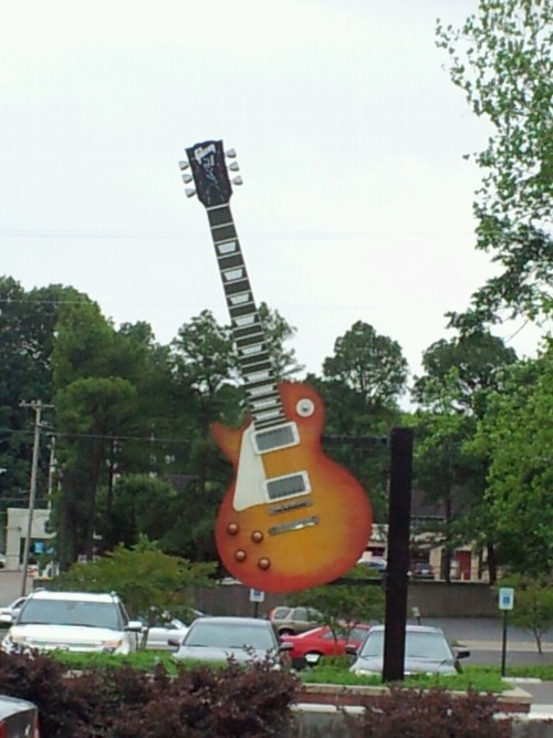 Giant Les Paul outside Minglewood Hall in Memphis