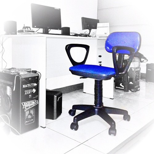 #chair #pc #monitor #table #speaker @macbethfootwear #macbethfootwear @macbethindonesia #sticker @griffonsarmy #griffonsarmy #blue #iphonesia #instago  (Taken with instagram)