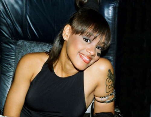 Guess today is 10 years since Lisa Left Eye Lopes passed in that tragic car accident, damn I feel old.