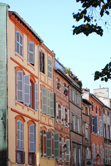 travelingcolors:  Rue des Fillatiers, Toulouse | France (by Frederic-JG)