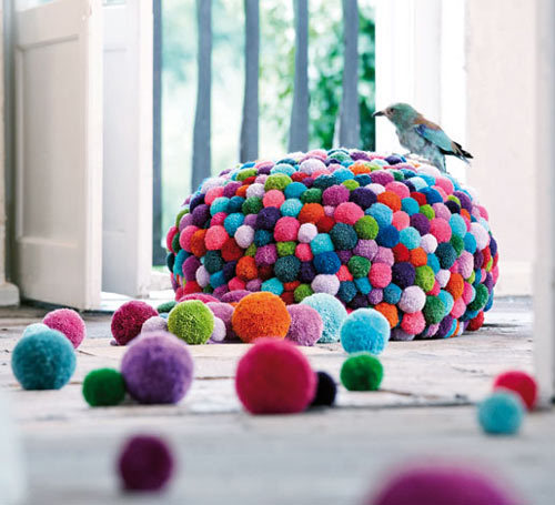 Pompons colorés reblogged by L'Art de la Curiosité