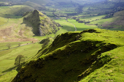 Green hills by By keartona Back to another shot from Chrome Hill and Parkhouse hill some weeks back.