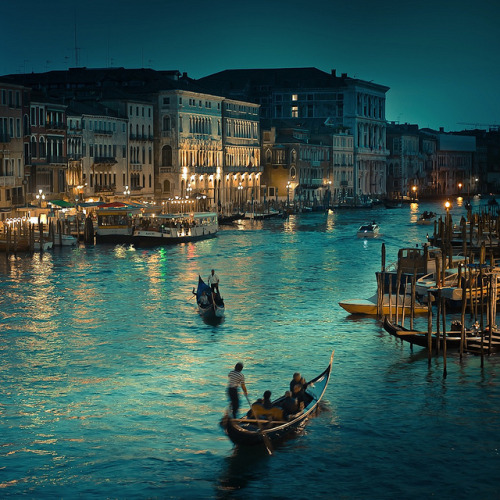 the-absolute-best-photography:  Submitted by 1wantchange:Italy / Venice / Vintage / Photography by ►CubaGallery on Flickr Italy You have to follow this blog, it's really awesome!