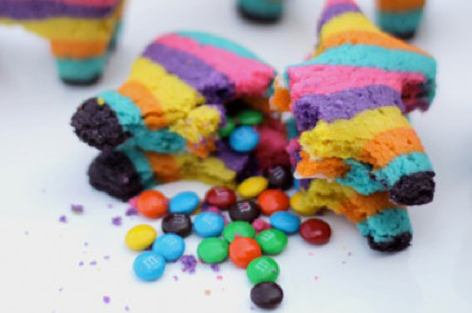 tangledupinblond:  Cinco de Mayo Pinata Cookies Let me say that again… CINCO DE MAYO PINATA COOKIES!!!  O-fuckin-LE!  These would take way too much work but OMG SO FUN.