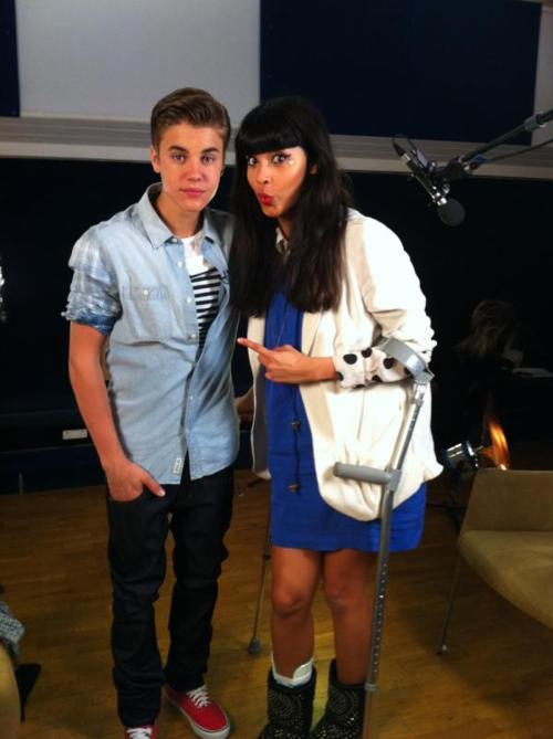 ?So�@justinbieber�told�@jameelajamil�his alter ego is called ?Bubbles?.Wow.Here?s a pic,catch the interview soon on T4.?