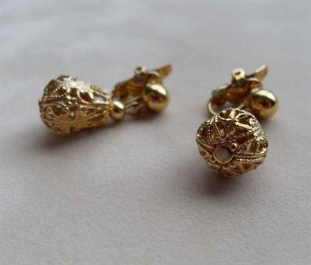 Vintage Trifari Gold Tone Earrings at Wilde Designs