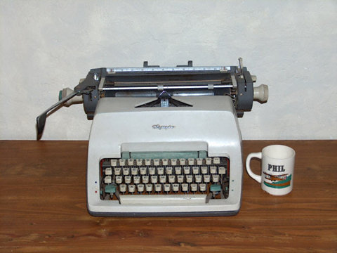 (via FFFFOUND! | typewriter-mug.jpg (JPEG Image, 650 × 487 pixels) - Scaled (56%))