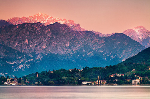 create-shalom:  Italy - Lake Como: Afterglow by John & Tina Reid on Flickr.