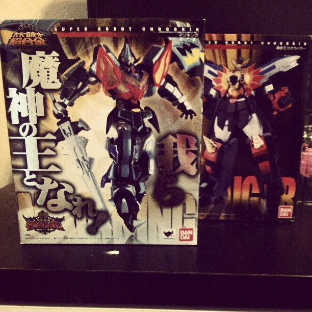 nipponhero:  FINALLY. Super Robot Chogokin MagiKing and GaoGaiGar (Taken with instagram)