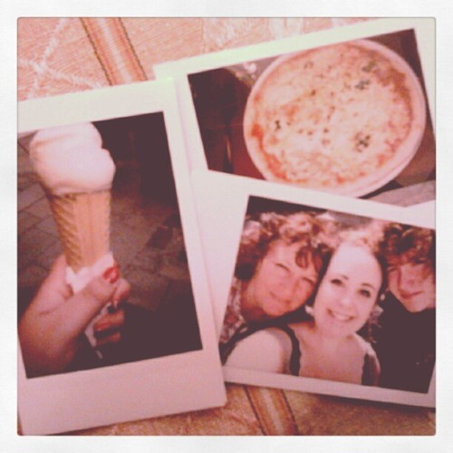 Polaroids of my day: Banana Icecream, Pizza & Family in Venice! #venezia #venice #polaroids (Pris avec instagram)