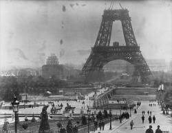The Eiffel Tower under construction (1888).