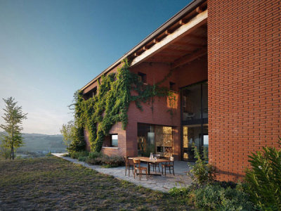 Sun-Touched Contemporary Countryhouse In Rural Italy