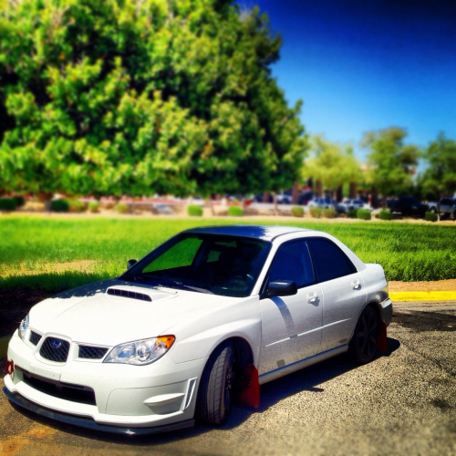 mkearsey: Sitting pretty - instagram @mtkearsey  Too much blur… but sick picture nonetheless.