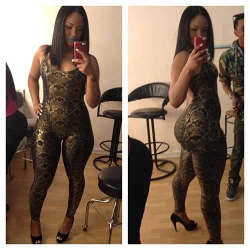 phatbootycuties:  Maliah Michel sexy outfit… and phat booty!  Just exhaled an involuntary 'uhhh'.