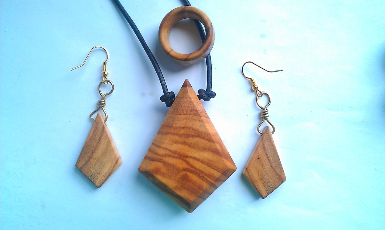 olivewood set, ring, necklace, earrings.order ->  www.facebook.com/pavianplugsorganics