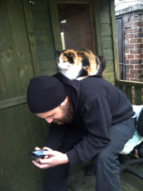 boyswithbeardswithcats:  earlier today i was outside checking my phone and talking to my sister. this is my cat. this is the kind of way she tells me she wants food.  aaaah cute!