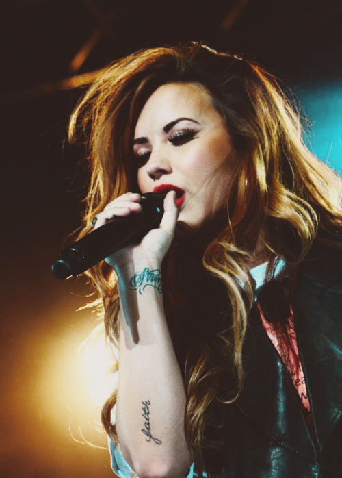 galaxy-dr3ams:  SHE IS PERFECT OMFG ILY DEMI