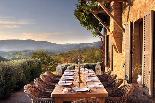 georgianadesign:   Brunch in the hills of Umbria. Spinaltermine Villa by Luxorium.