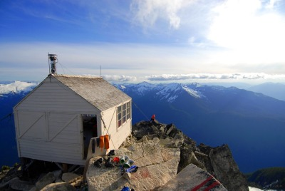 cabinporn:  Fire lookout in the Cascade Mountains of Washington state. Submitted and photographed by Mike Conlan.  Must visit