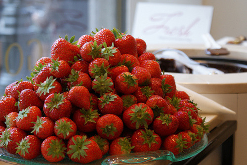 if that was on my table, i would devour every single strawberry on it