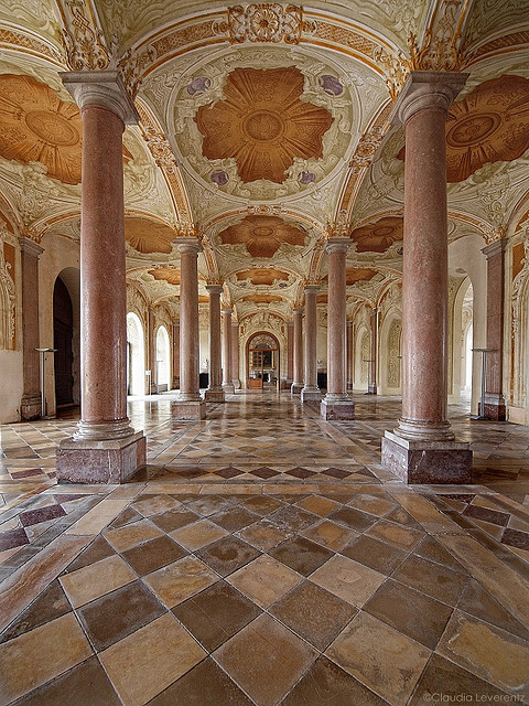 New Castle Schleissheim - entrance hall  Since 1723 the vestibule has its current appearance.