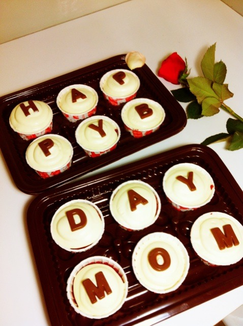 thecakewalkcupcakes:  Special order. Our Red velvet cupcakes with cream cheese frosting and chocolate for birthday. Yummm :9