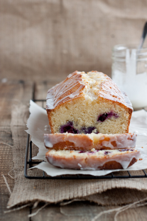 gastrogirl:  lemon blueberry drizzle bread.