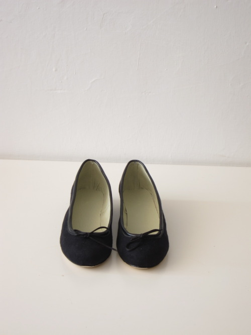 Black suede ballet flats size 6 US / 36 Eur in stock-ready to ship :) SOLD