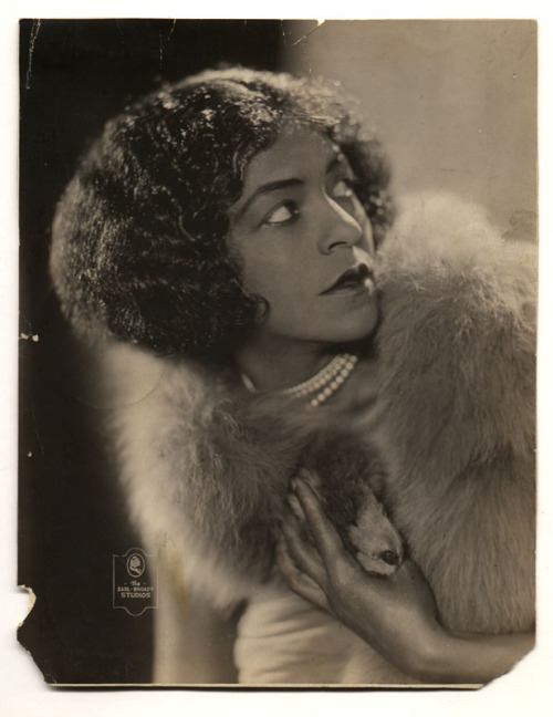 Lillyn Brown (1885–1969)], vaudeville and musical theater entertainer, ca. 1920 Photographer: Earl-Broady Studios, Schenectady, New York. The Daniel Cowin Collection of African American Vernacular Photography FOLLOW US VIA TWITTER | FACEBOOK | FLICKR | RSS | PINTEREST