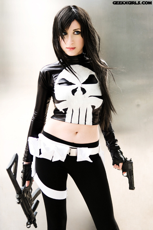 lightpriestess:  Finally posting a pic of my Female Punisher costume! I made it for a comicon party, but ended up wearing it to Wizard World, where I did a shoot with the lovely and talented Dana Harper! As seen on Geek Girls  DAYUMMMM GUURRRLLLL That looks fantastic! Great job my friend!