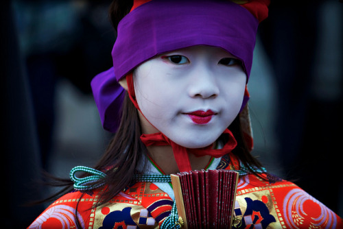 japanlove:  Slight Smile by JapanDave on Flickr.