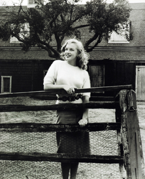 Marilyn Monroe visiting Fox Studios, photograph by Joseph Jasgur, 1947