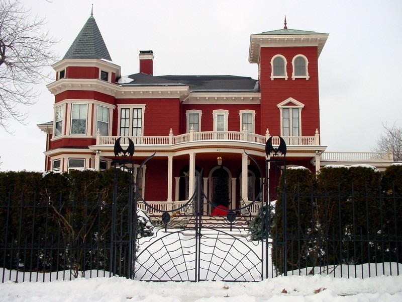 brandybonin:  (Stephen King's home in Bangor, Maine.)