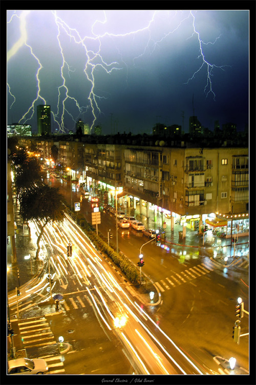 sufhaolamsmola:  .ברק מפוצל בשמי תל אביב  / Lightening over Tel Aviv.