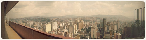 caracascaos:  Caracas (vista hacia el sur) desde el CSB =) by SaintDirtY on Flickr. #caracas | #photo